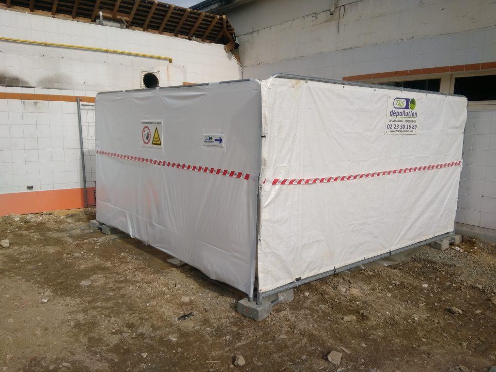 Zone d'entreposage temporaire des déchets avant évacuation vers centre d'enfouissement technique